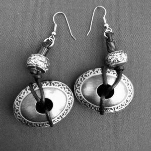 Vintage ethnic dangle pierced earrings
